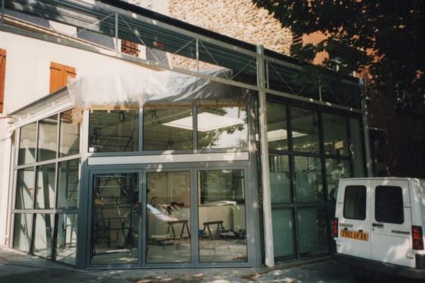 La façade du hall en cours de réalisation
