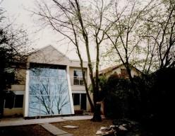 Après travaux, la façade a été décalée de 5m sur le jardin